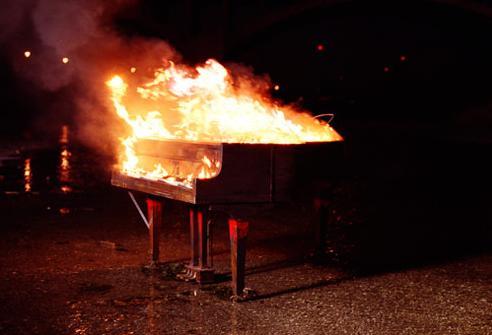 piano_in_fire_by_qarr